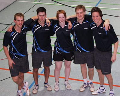 Das Team aus Koblenz und Landai besteht aus Dennis Müller, Yannick Schneider, Ann-Kathrin Herges, Marian Schug, Björn Baum (von links). Campusübergreifend trainieren die fünf Sportler seit 2011 für die Hochschul-Europameisterschaft im Tischtennis.