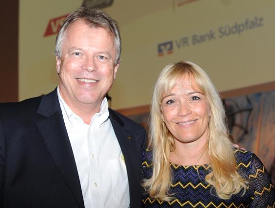 Dr. Anja Ohmer vom ZKW mit dem Schweizer Konsul Urs Schnider. Foto: Karin Hiller