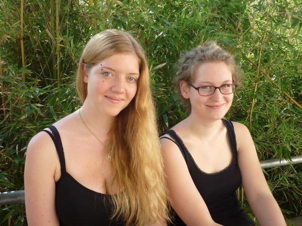 Selina Kalms und Christine Auchtor (v.l.)