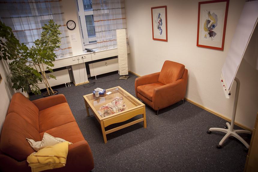 Wohlfühlatmosphäre im Therapiezimmer der Psychotherapeutischen Universitätsambulanz. Foto: David John