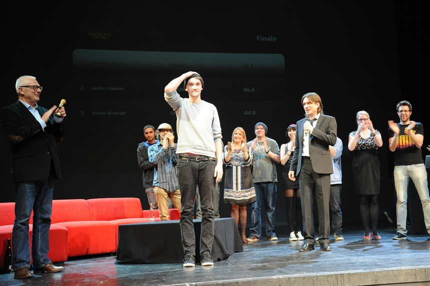 Applaus für den stärksten Poeten des Abends. Foto: Hiller