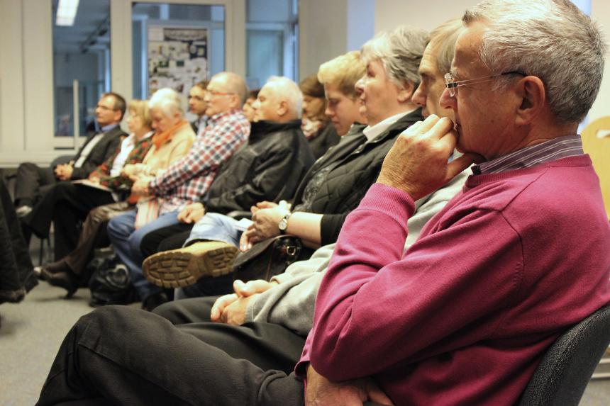 Gespannt verfolgen die Teilnehmer der Studie die Vorstellung der Forschungsergebnisse. Foto: Adrian Müller