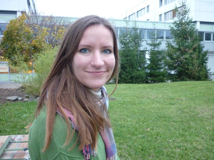 Vivian Schmidt arbeitet in einem Bildungsprojekt in Neuwied. Hier unterstützt sie Jugendliche bei Bewerbungsschreiben und den Hausaufgaben. Foto: Hannah Wagner