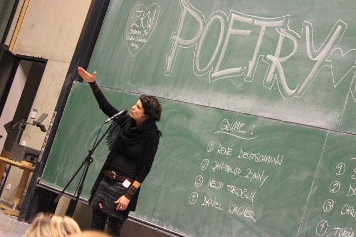 Dominique Macri - Frauenpower auf der Bühne