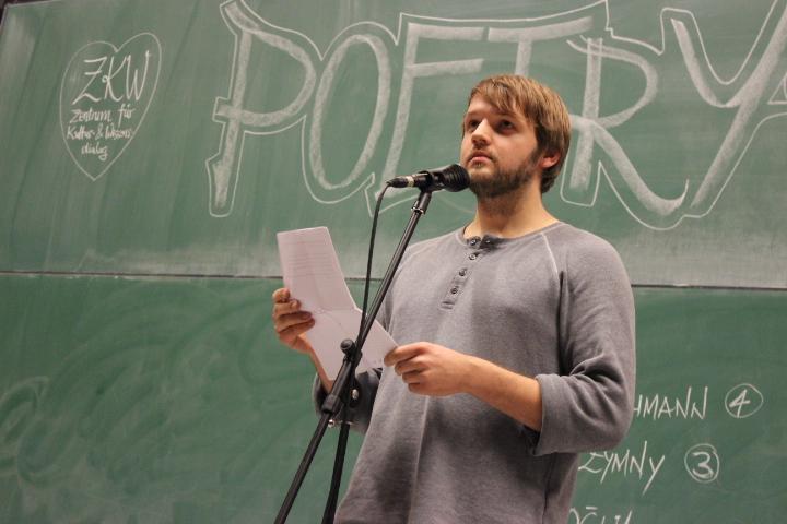 Hochkonzentriert beim Vortrag - Christian Offe