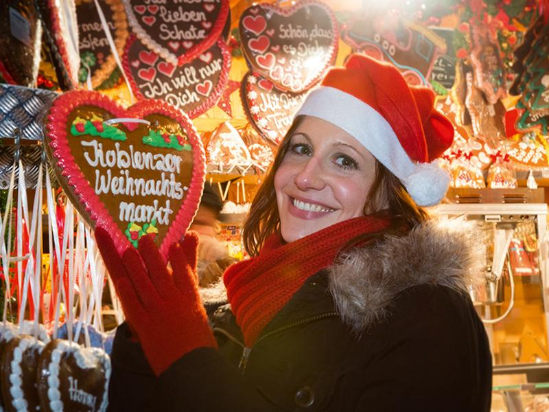 Leckereien auf dem Koblenzer Weihnachtsmarkt. Foto: Piel Media/Koblenz-Touristik