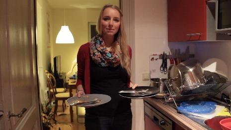Die Teller sind leer, den Gästen hat's geschmeckt. Hauptgang-Köchin Laura Gilles ist zufrieden.