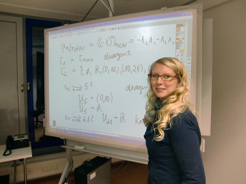 Melanie Platz (27) ist wissenschaftliche Mitarbeiterin am Institut für Mathematik und Betreuerin der Frühstudierenden. Foto: Greb