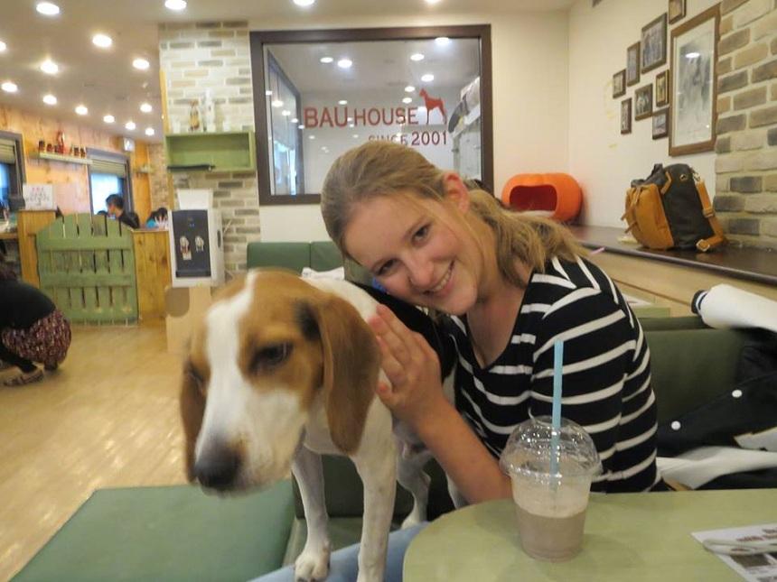 """Das """"Dog Café"""" ist der Lieblingsort von Lena May in Hongdae, einem Stadtteil von Seoul. Foto: Privat"""