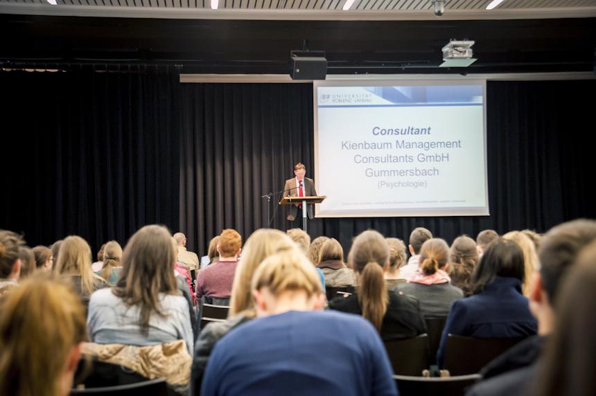 Orientierungsmesse Sommersemester 2014 - Begrüßung der Erstsemester durch Prof. Dr. Ralf Schulz (Vizepräsident) im Audimax 02