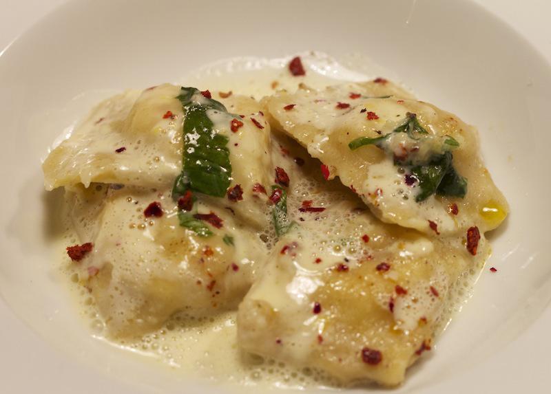 Frühlingshafter kulinarischer Gruß: Ricotta-Basilikum-Ravioli