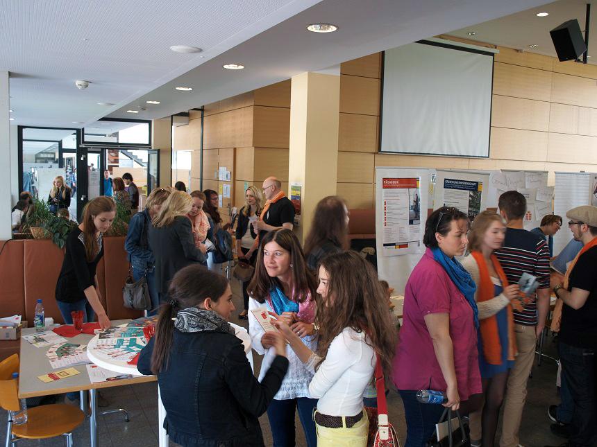 HIT öffnet seine pforten: zahlreiche Abiturienten und junge Studieninteressierte fanden am 17. Mai den Weg zum Campus in Koblenz. Foto: S. Erber