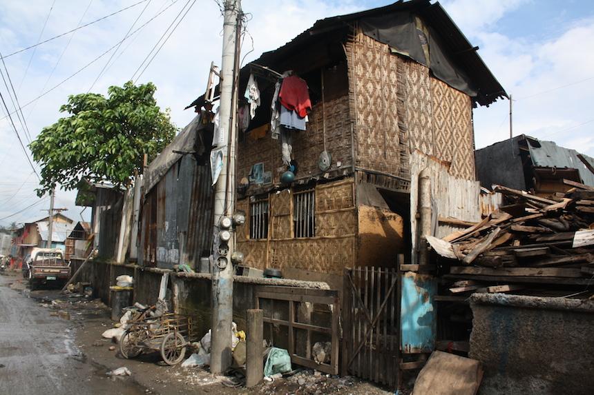 Viele Menschen der unteren Schicht leben in städtischen Slums und provisorisch zusammengeschusterten Häusern. Foto: Privat.