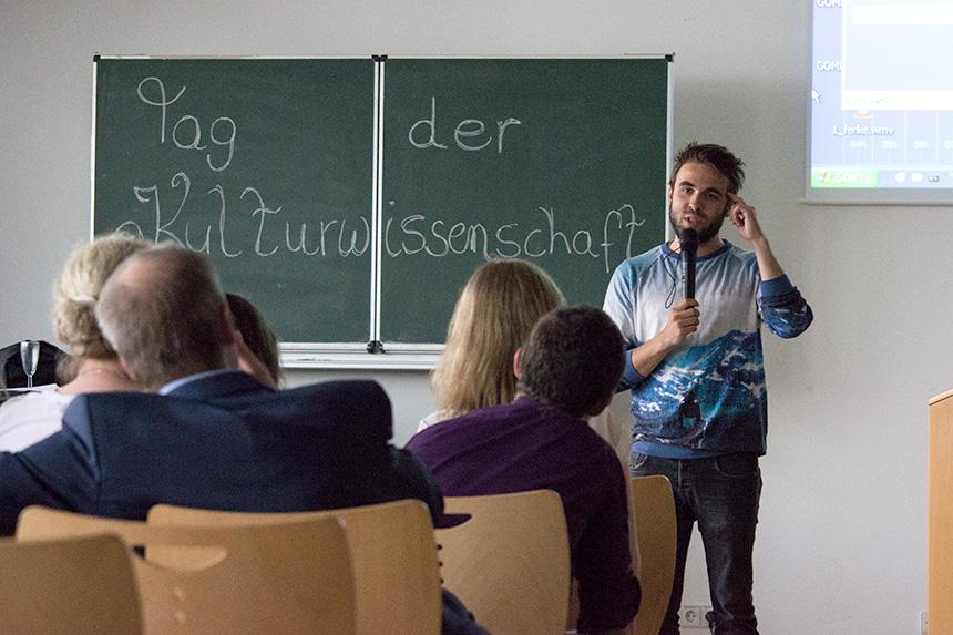 Den Abschluss macht Philipp Herold mit einem seiner Poetry Slam Texte.