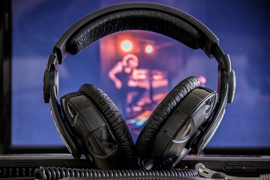 """Noch mehr auf die Ohren gab es beim Stand von """"noises"""", einem Musikprojekt organisiert von Studierenden der Kulturwissenschaft.Nebenraum."""