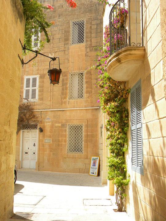 Die Städte auf Malta sind geprägt von zahlreichen romantischen Gassen. Foto: Privat