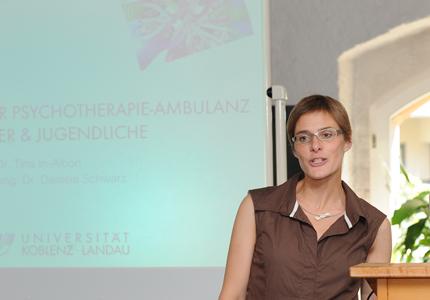 Die Ambulanz ist der Professur für Klinische Psychologie und Psychotherapie des Kindes- und Jugendalters angegliedert und verzahnt Forschung und Lehre. Hier im Foto die Inhaberin der Professur, Prof. Dr. Tina In-Albon. Foto: Hiller