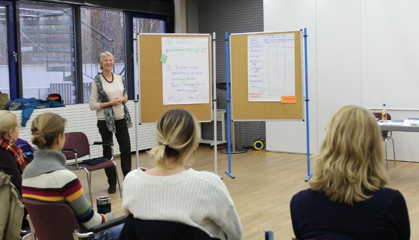 In kleinen Gruppen referieren Experten zu den unterschiedlichsten Themen rund um die Karriere. Foto: KARLA