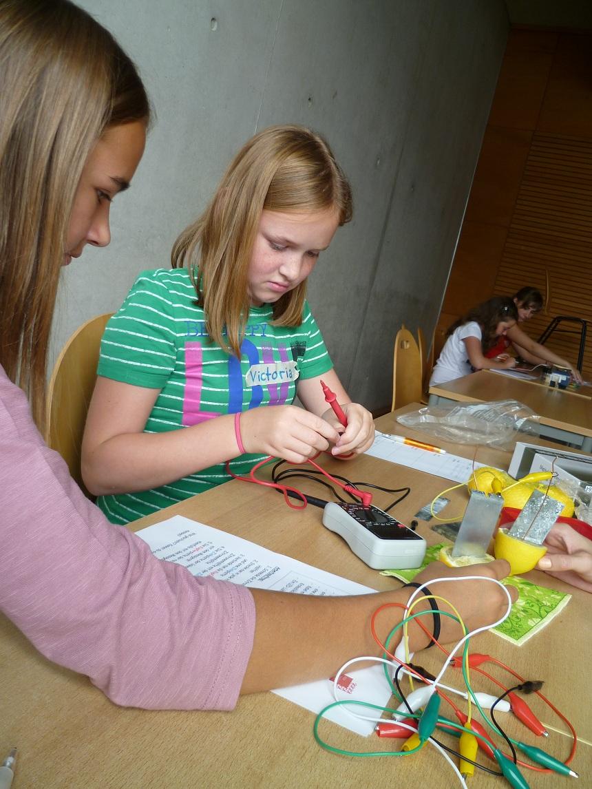 Ein großes Hightlight während der Workshops ist das Löten. Foto: Privat