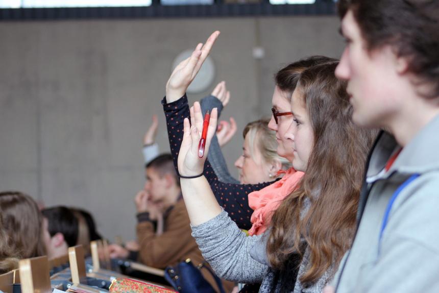 Die-neuen-Erstsemester-in-Koblenz-informierten-sich-über-verschiedene-Projekte-und-die-zahlreichen-Institute-am-Campus.-001