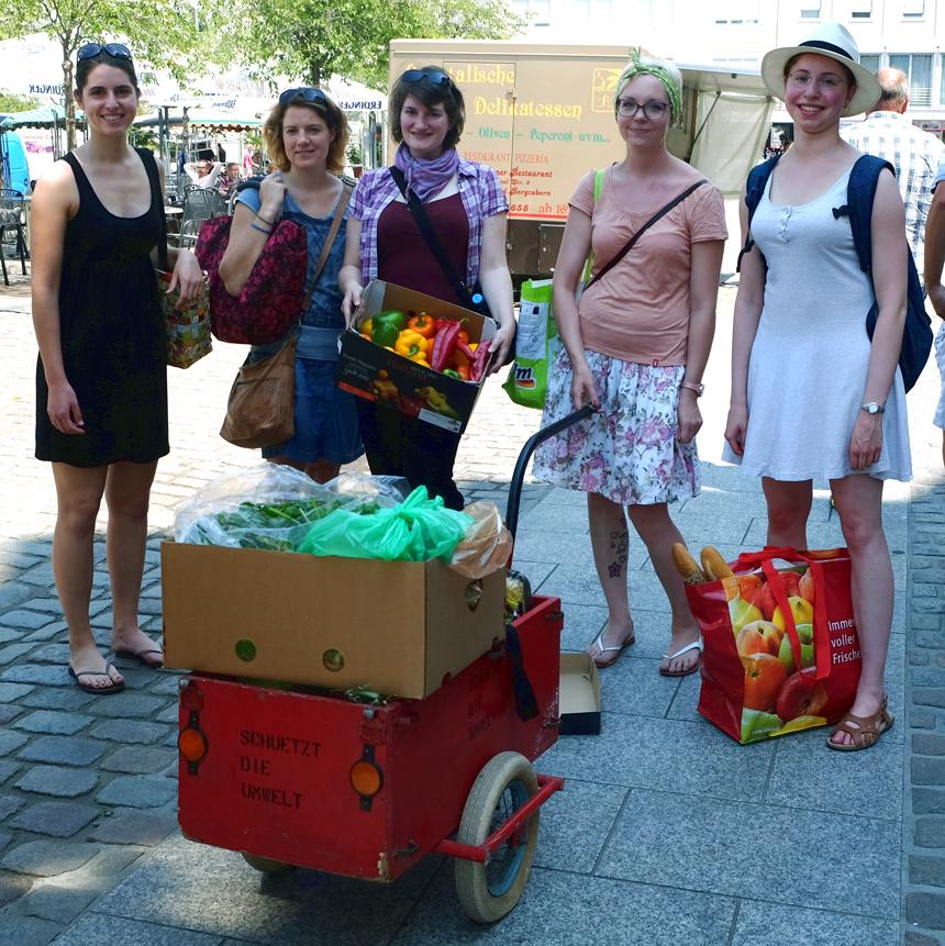 Rebekka Everding, Nora Tesch, Lisa Schäfer, Luise Niederbühl und ihre Mitstreiterinnen engagieren sich als Foodsaver in Landau.