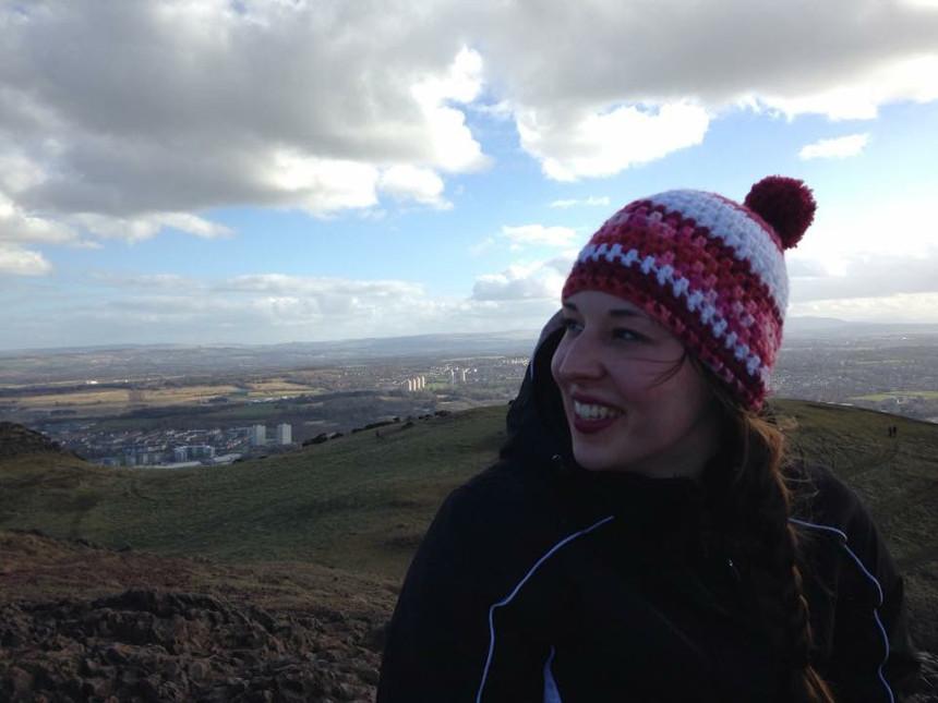 Caroline auf dem höchsten Berg in Edinburgh: Arthur's Seat. Foto: Privat
