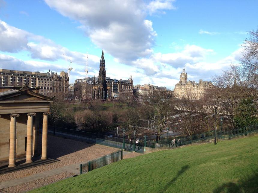 Edinburgh mit seinen imposanten Gebäuden. Foto: Privat