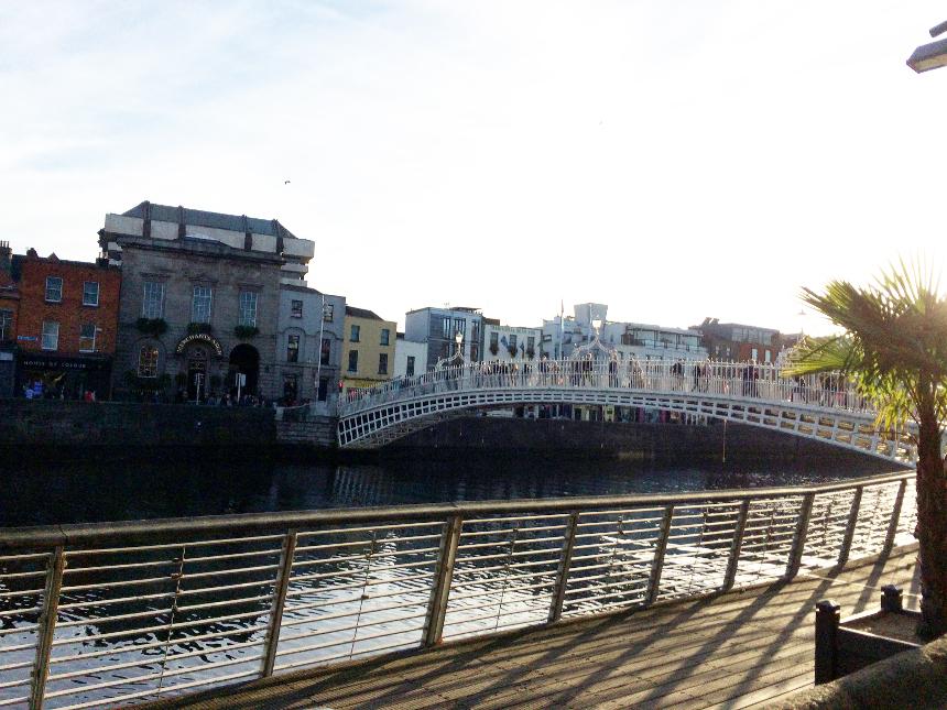 Dublins berühmteste Brücke: Half Penny Bridge.