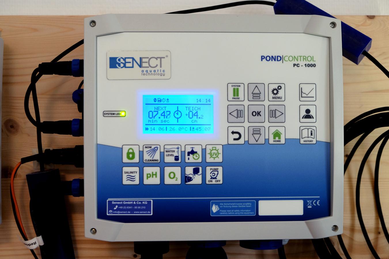 Ein Steuerkasten, viele Funktionen: Die Gründer von SENECT wissen, wie gute Wasserqualität aufrecht erhalten wird. Foto: Leyerer