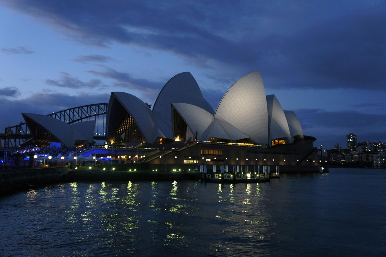 Die berühmte Oper von Sydney bei Nacht.