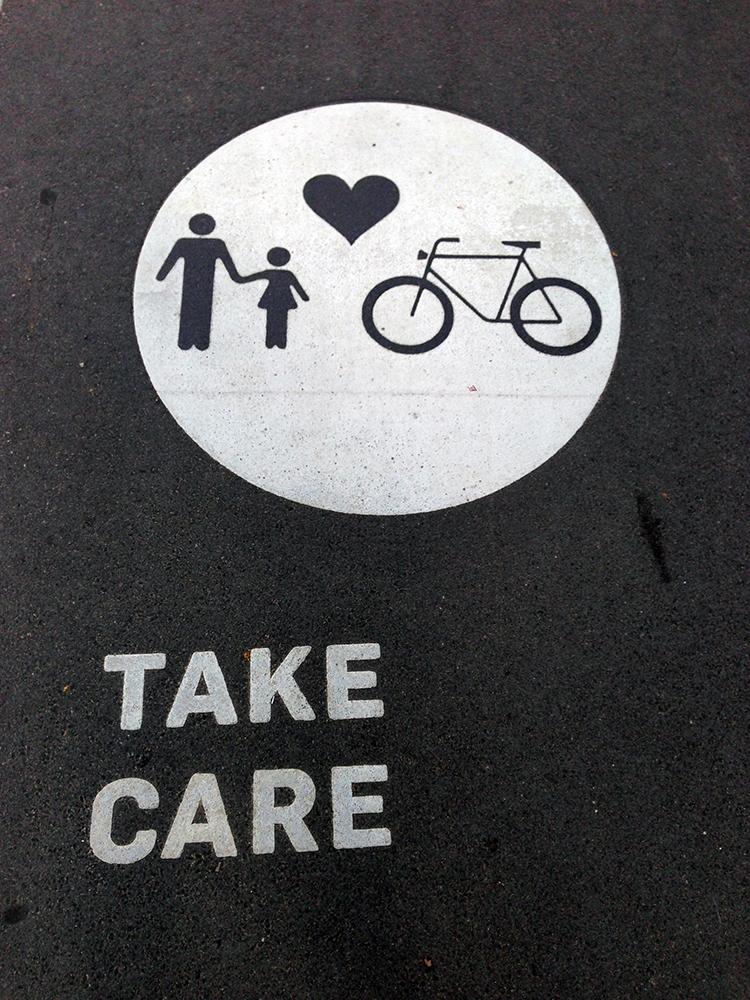 In Australien nehmen Fußgänger und Fahrradfahrer Rücksicht aufeinander.