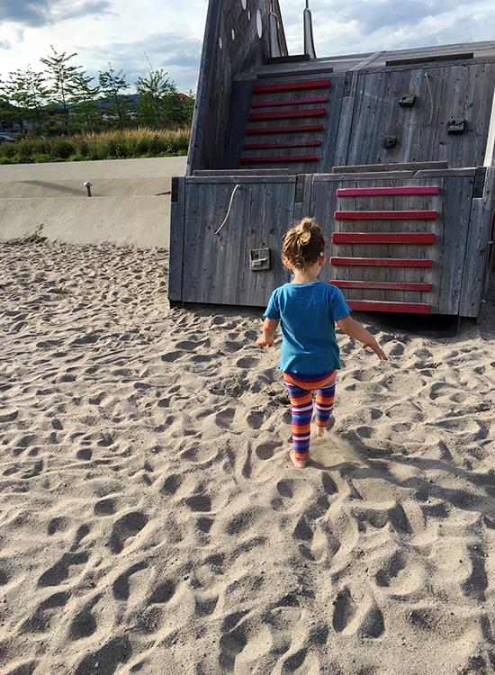 Nachmittags noch ein Stündchen mit der Tochter auf den Spielplatz